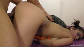 Teen Aysha learning to fuck in amateur casting